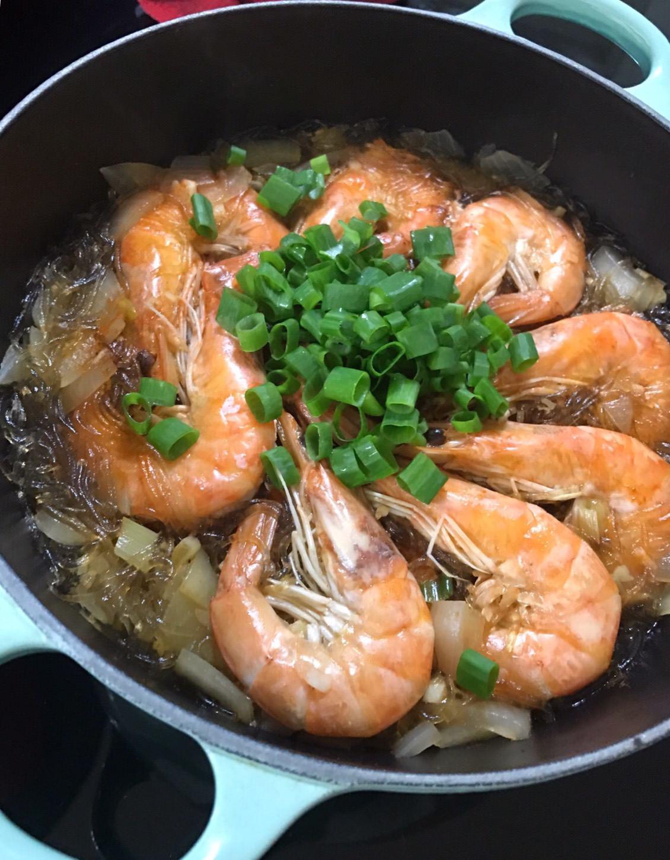 『食譜』漂亮也簡單擺盤的宴客菜-鮮蝦粉絲煲