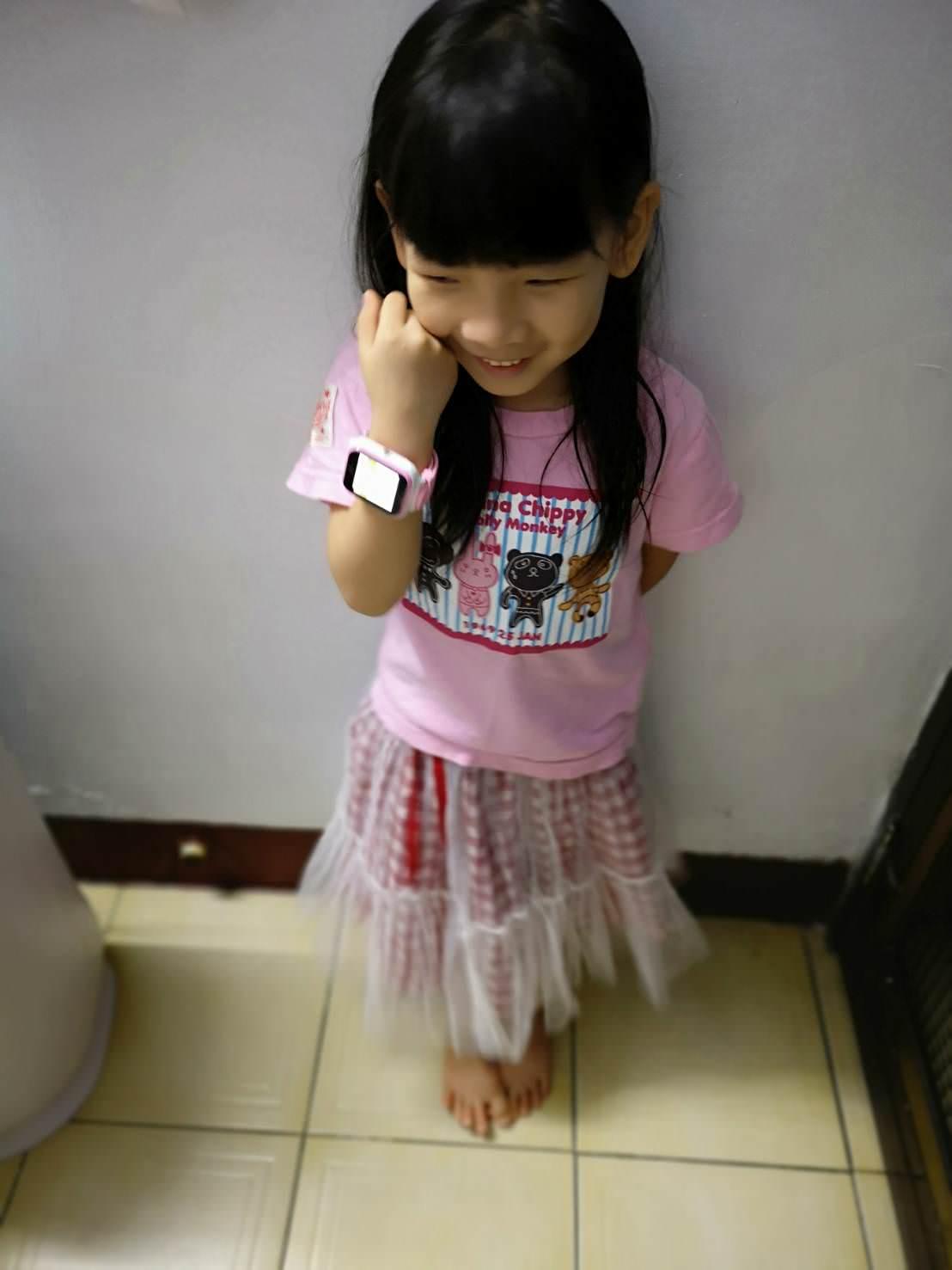 【小學生必備】孩子的隨身小秘書-全台第一隻防水4G智慧兒童手錶hereu