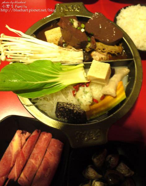 『高雄。美食』十分特別的龍骨湯+麻得徹底的麻辣鍋-老先覺甕窯燒鍋