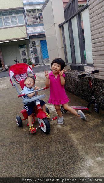 『1Y9M』陪伴孩子長大的騎乘選擇●Radio Flyer‧紅蜻蜓四合一折疊三輪推車●