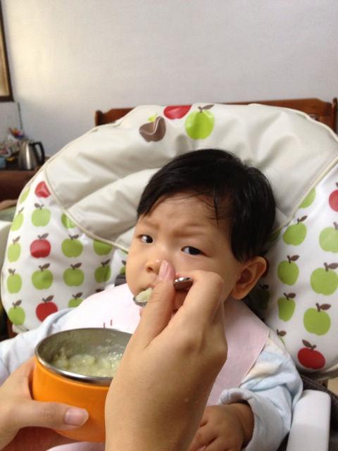 〃『副食品』第一次的雞骨高湯+新菜色馬鈴薯泥〃