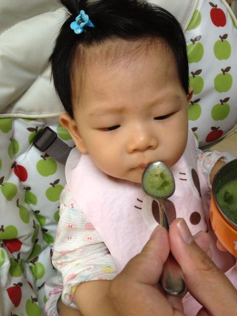 〃『副食品』青花菜終於盛產-妮妮這禮拜不吃粥〃
